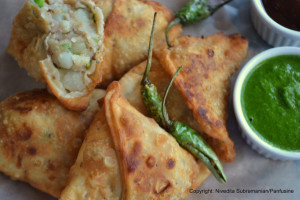 chutney with samosa