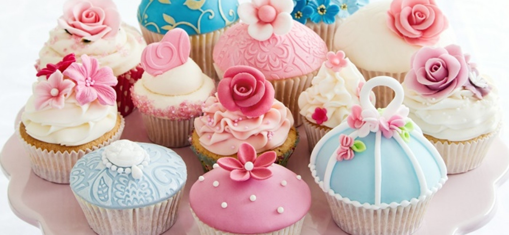 Cake Decorated With Cupcakes : Cake Decorating Crave Bits