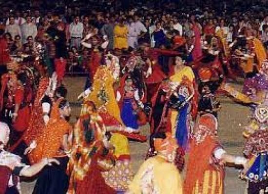 Gujarati's folk dance: Daandiya Raas