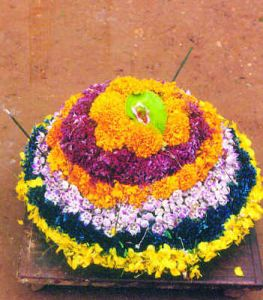 Bathukama-colorful-flowers-arranged-in-the-form-of-cone